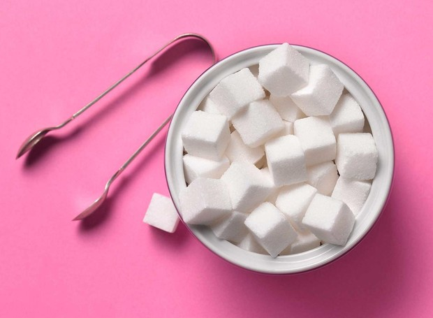 A Organização Mundial da Saúde recomenda que o açúcar corresponda a 5% das calorias diárias (Foto: Getty Images/ Reprodução)