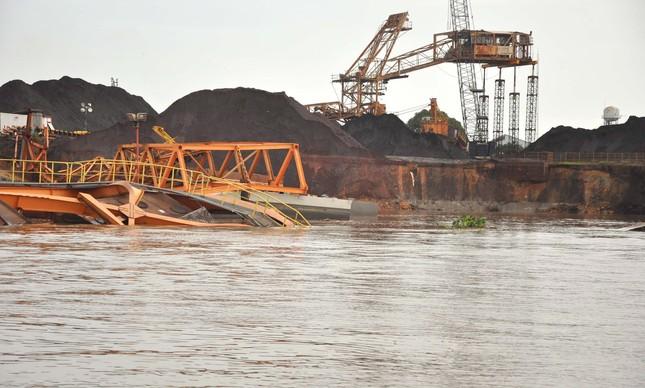 Vista aérea do desmoronamento no Porto de Santana, no Amapá