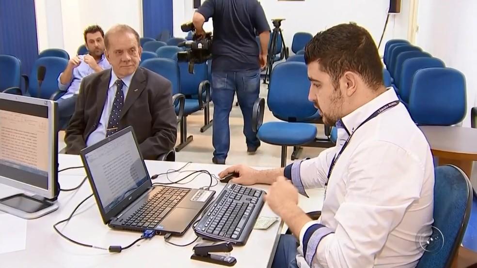 Ubiratan durante o depoimento na comissão de vereadores (Foto: Reprodução/TV TEM/Arquivo)