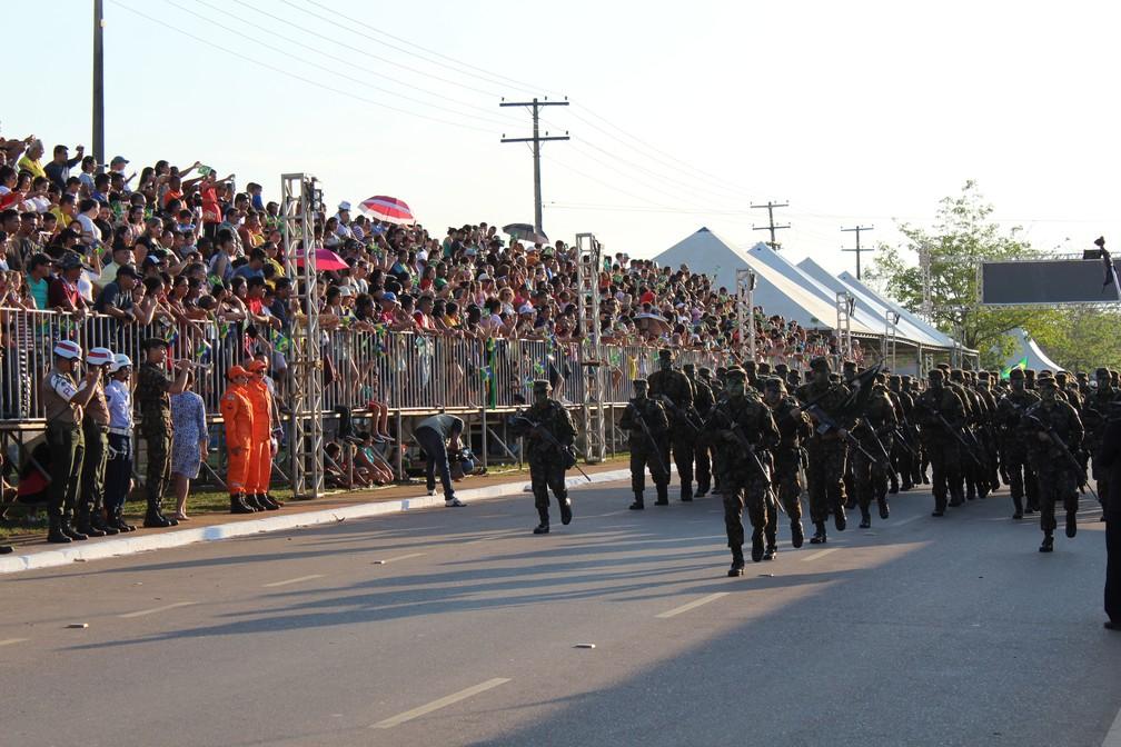 Tropas se apresentaram à população neste sábado (7) — Foto: Diêgo Holanda/G1