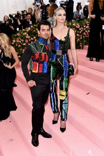 Joe Jonas e Sophie Turner de Louis Vuitton