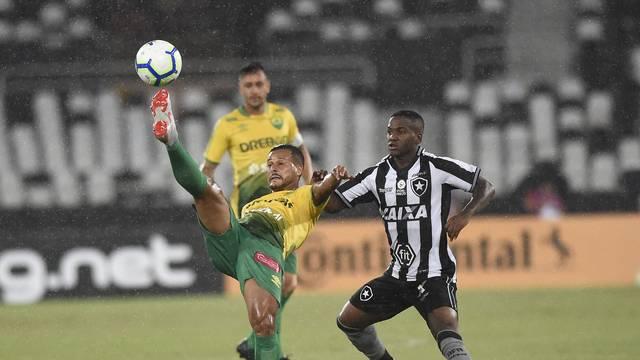 Lance do confronto entre Botafogo e Cuiabá