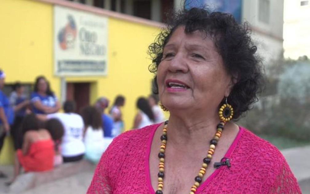 Marta Salgado tem muitas anedotas sobre a discriminação que teve de enfrentar durante toda a vida por causa da sua origem — Foto: BBC