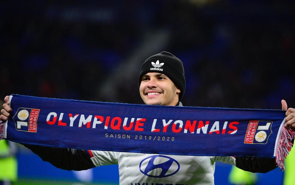 Bruno Guimarães é apresentado oficialmente no Lyon — Foto: Divulgação