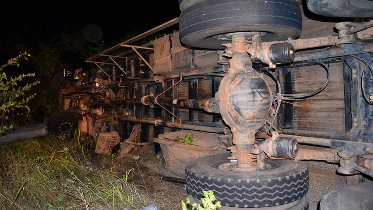 Homem morre após capotar com caminhão carregado de animais em Brejão
