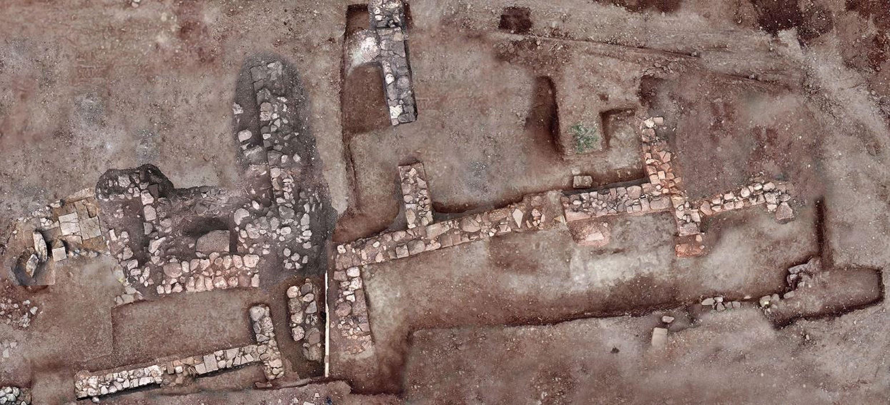 Cemitério foi encontrado na cidade grega de Tenea (Foto: Greek Ministry of Culture)