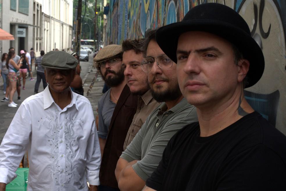 Getúlio Côrtes e a banda do disco (Foto: Divulgação / Markão Oliveira)