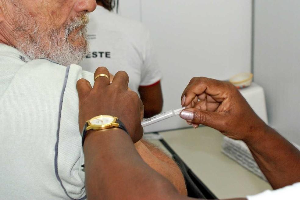 Campanha de vacinação contra a gripe começa no dia 23 de abril (Foto: Leonardo Rattes/Ascom Saude GovBa)