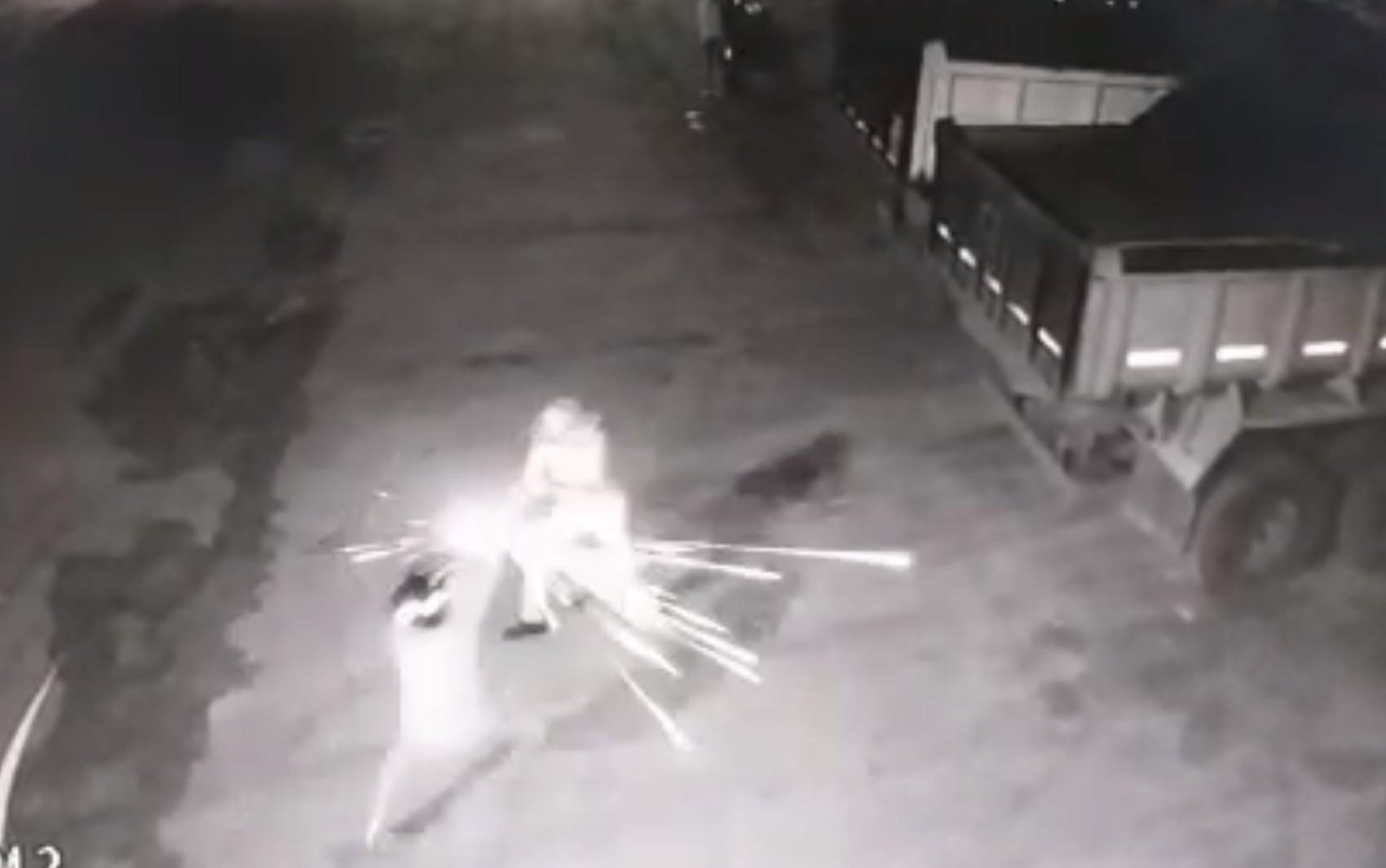 Vigilante de 76 anos mata um suspeito, atira em outro e impede furto em Jataí, diz polícia; vídeo