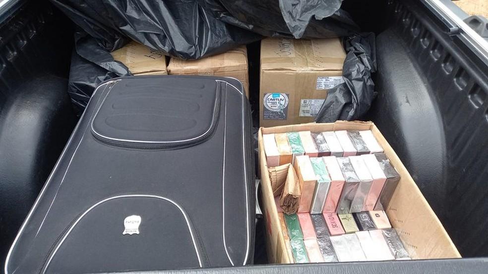 Caixas foram encontradas em caminhonetes com perfumes falsos em Altamira — Foto: PRF/Reprodução
