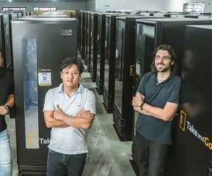 Empreendedores fazem sucesso com geladeira automática de cervejas