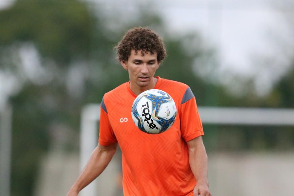 Se Fabiano não jogar, Santa Cruz deve improvisar atleta na posição — Foto: Marlon Costa/Pernambuco Press