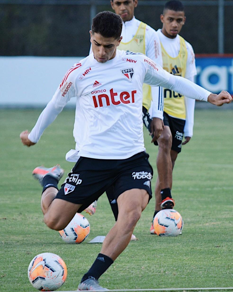 Vitor Bueno no treino do São Paulo no Equador — Foto: Erico Leonan / saopaulofc.net