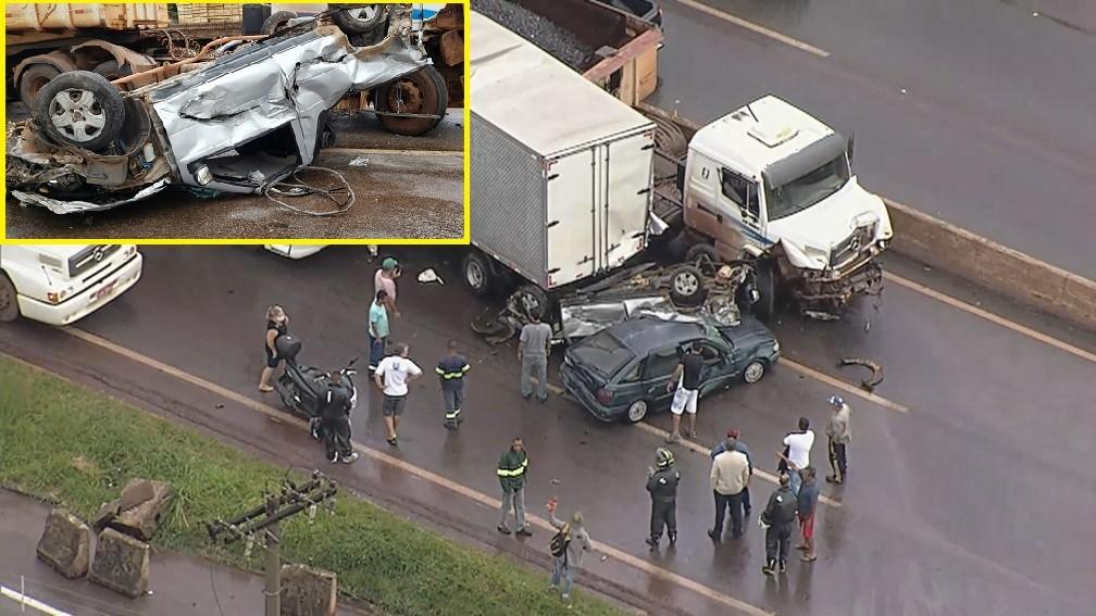 Acidente no Anel Rodoviário envolveu seis carros e deixou um dos veículos todo amassado. No detalhe, o carro depois de ser retirado de baixo do caminhão. — Foto: TV Globo e Danilo Girundi