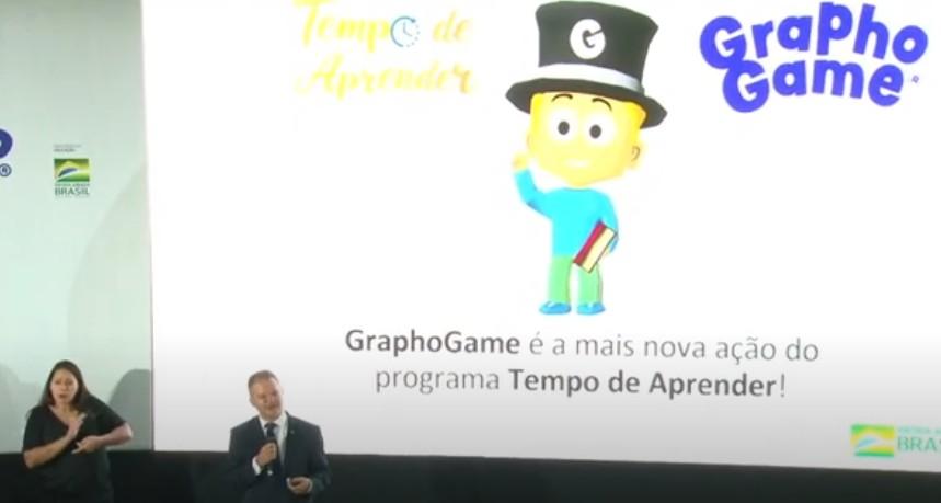 MEC lança aplicativo Graphogame para alfabetização; falta de acesso à internet e celular pode ser entrave