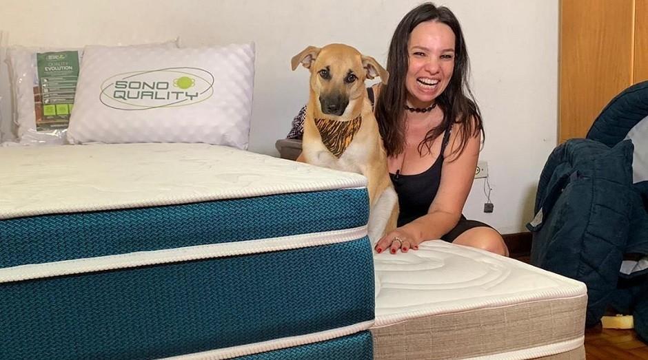 Patrícia Rodrigues Barros e Chico, cachorro que ficou famoso na internet (Foto: Reprodução/Instagram)