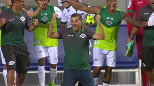 """No reencontro, Valdir Bigode leva a melhor e é ovacionado pela torcida do Vasco: """"Carinho antigo"""""""