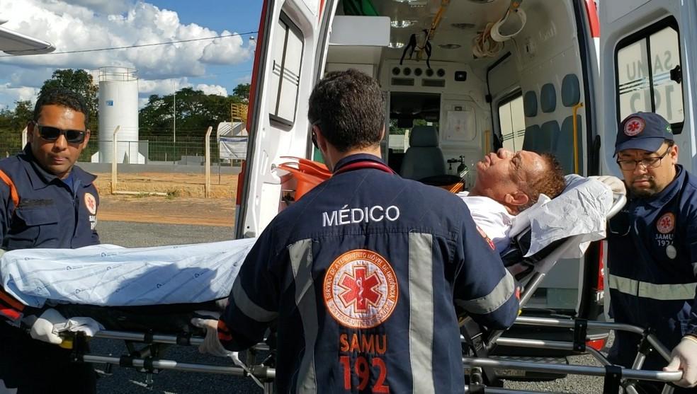 Agnaldo Timóteo foi transferido para Salvador em uma UTI aérea — Foto: Blogbraga/ Repórter Ivonaldo Paiva