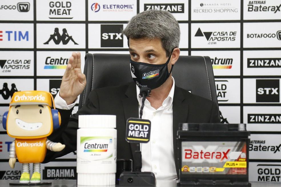 No clube há dois meses, diretor lidera reformulação — Foto: Vitor Silva/Botafogo
