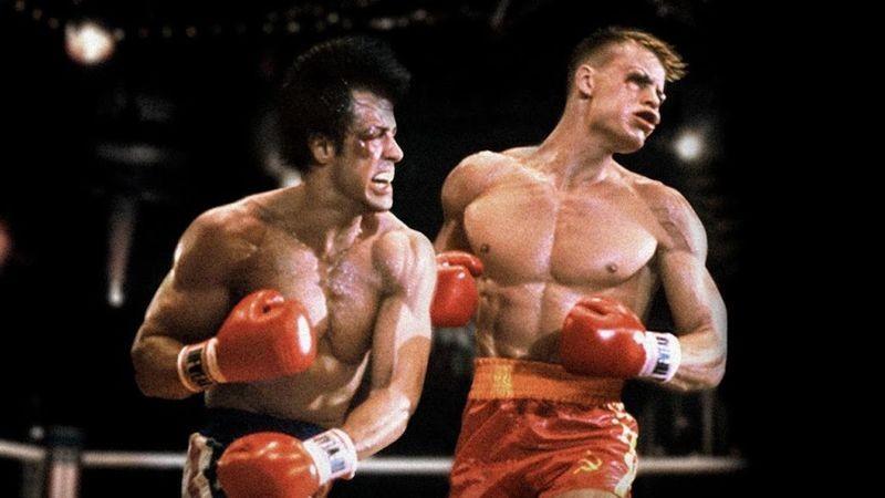 Stallone e Dolph Lundgren reprisam os papeis de Rocky IV (1985) (Foto: Divulgação)