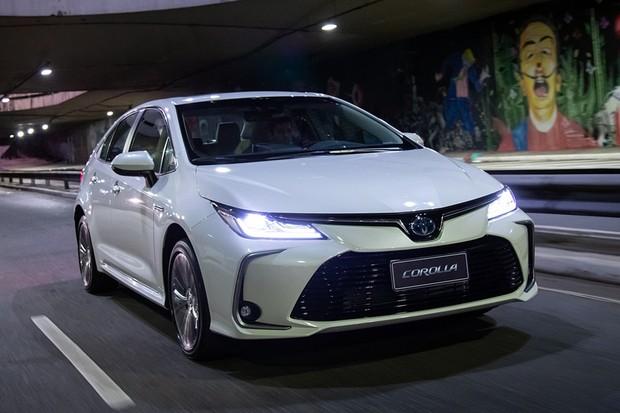 Novo Toyota Corolla Altis é o único com a inédita mecânica híbrida flex (Foto: Divulgação)