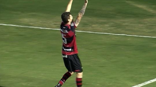 """Após decidir ficar no Flamengo, Ronaldo projeta ano de afirmação: """"Coisas estão acontecendo agora"""""""