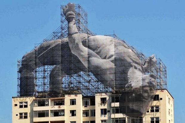 Instalação feita em um prédio durante as Olimpíadas do Rio de Janeiro, em 2016. (Foto: reprodução / instagram )