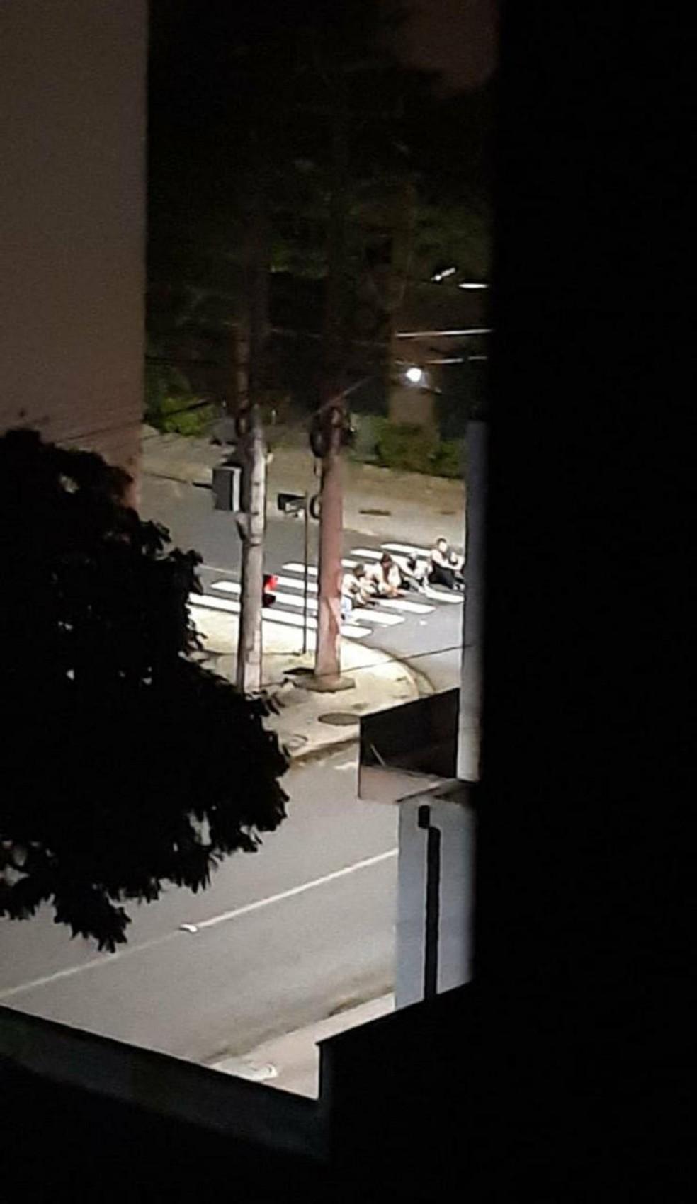 Moradores foram feitos reféns na madrugada desta terça-feira em Criciúma — Foto: Redes sociais/ Reprodução