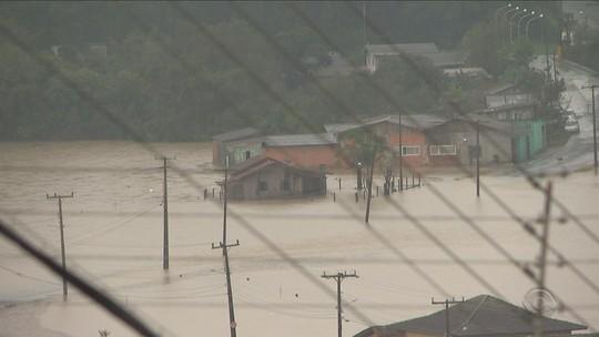 Novo balanço da Defesa Civil aponta que mais de 60 cidades de SC tiveram estragos com as chuvas