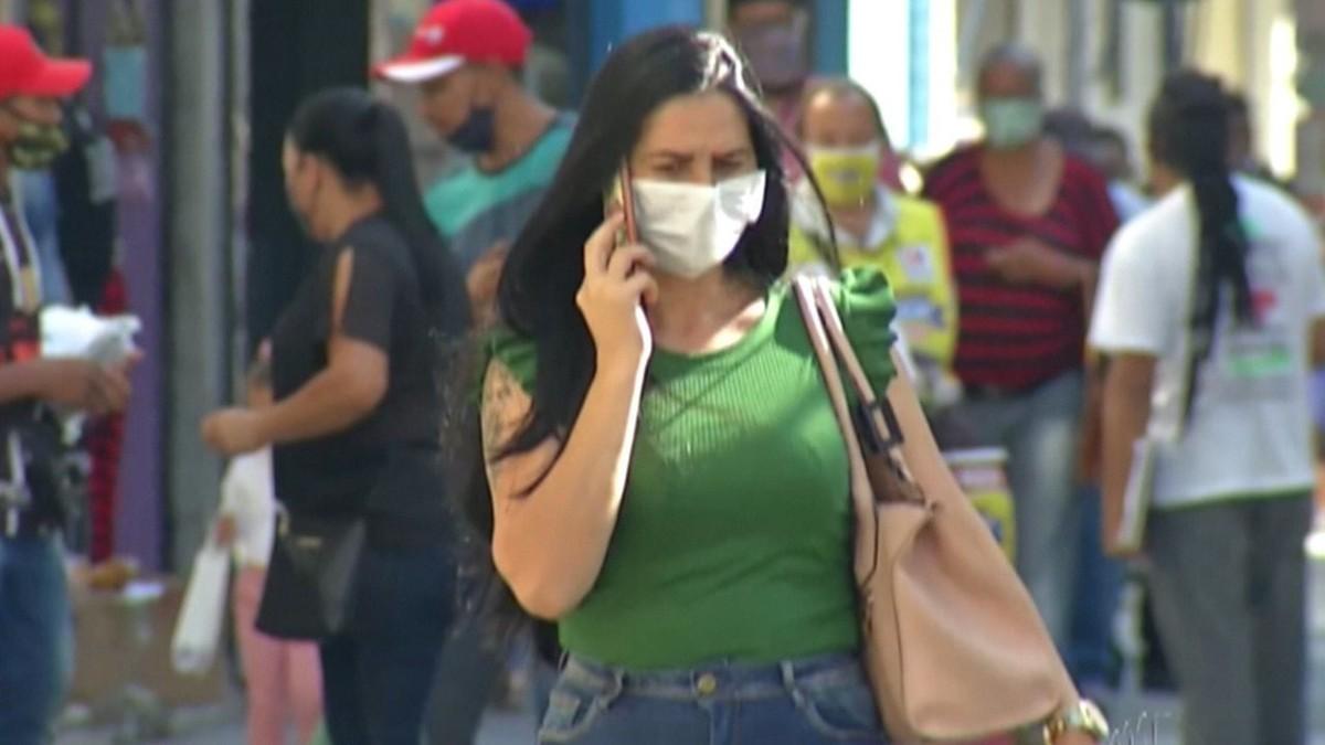 Obrigatoriedade do uso de máscara completa um ano e ainda divide opiniões de moradores do Alto Tietê