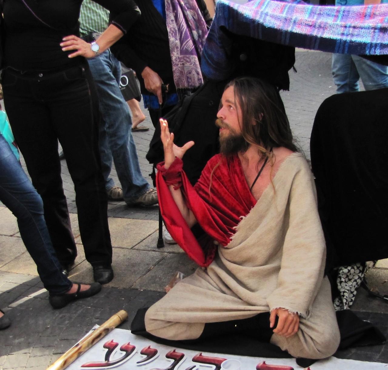 Homem em Jerusalém vestido com trajes similares ao de Jesus  (Foto: Wikimedia Commons)