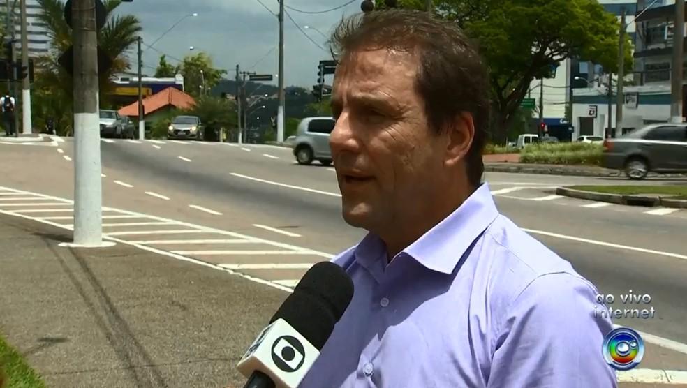 Diretor do Departamento de Trânsito frisa que sinal vermelho deve ser respeitado em todos os horários — Foto: TV TEM/Reprodução