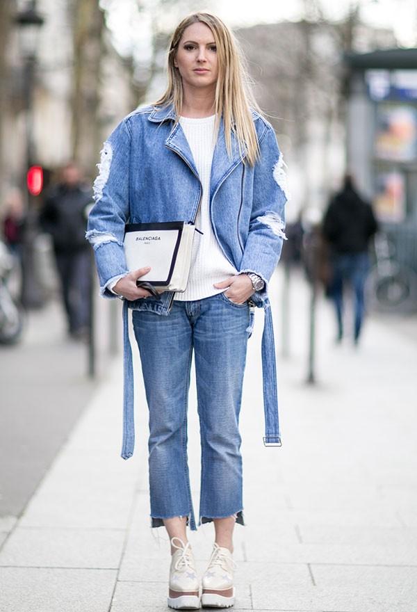 O jeans skinny perde espaço para versões descontruídas e despojadas (Foto: Imaxtree)
