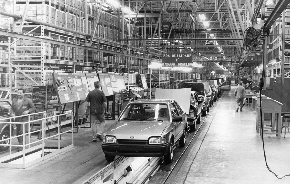 Vista da linha de montagem da Ford/Autolatina em São Bernardo do Campo, no ABC paulista, em junho de 1989 — Foto: Oswaldo Luiz Palermo/Estadão Conteúdo/Arquivo