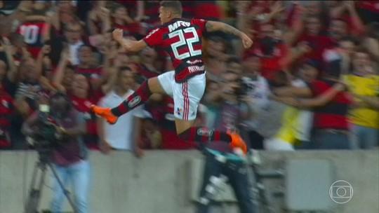 Flamengo resolve em sete minutos e bate Botafogo por 2 a 0 e mantem distância na liderança