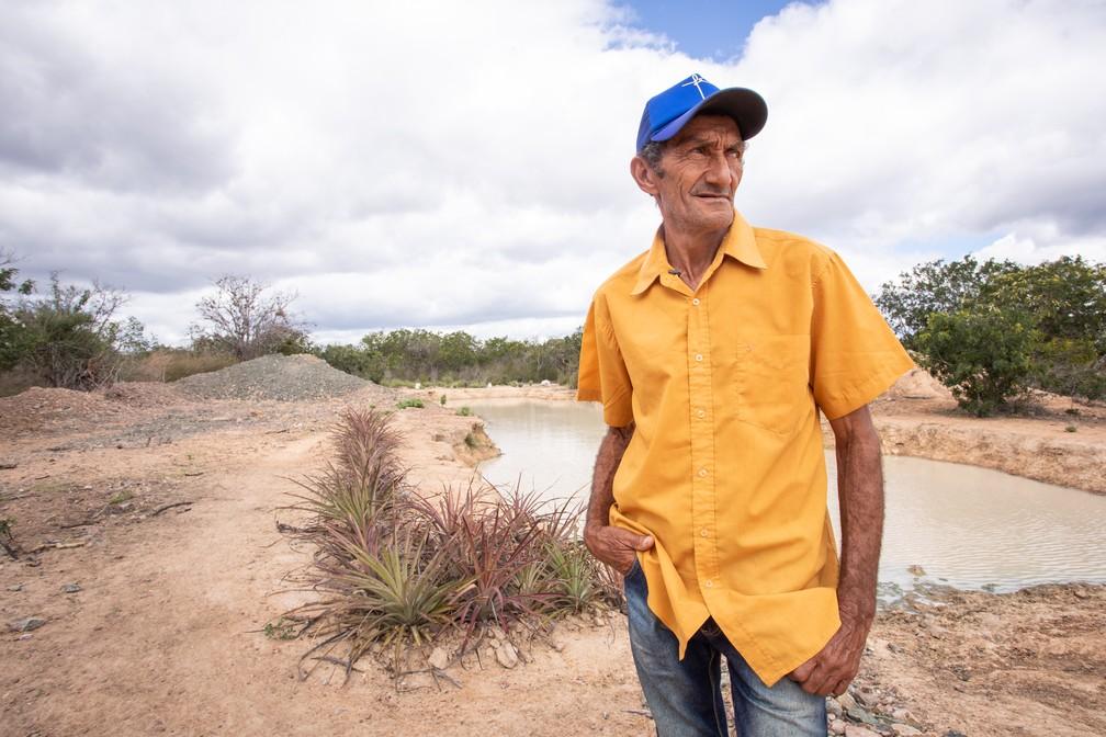 Produtor Alcides Peixinho participa do projeto 'Recaatingamento', que procura preservar a caatinga. — Foto: Celso Tavares/G1