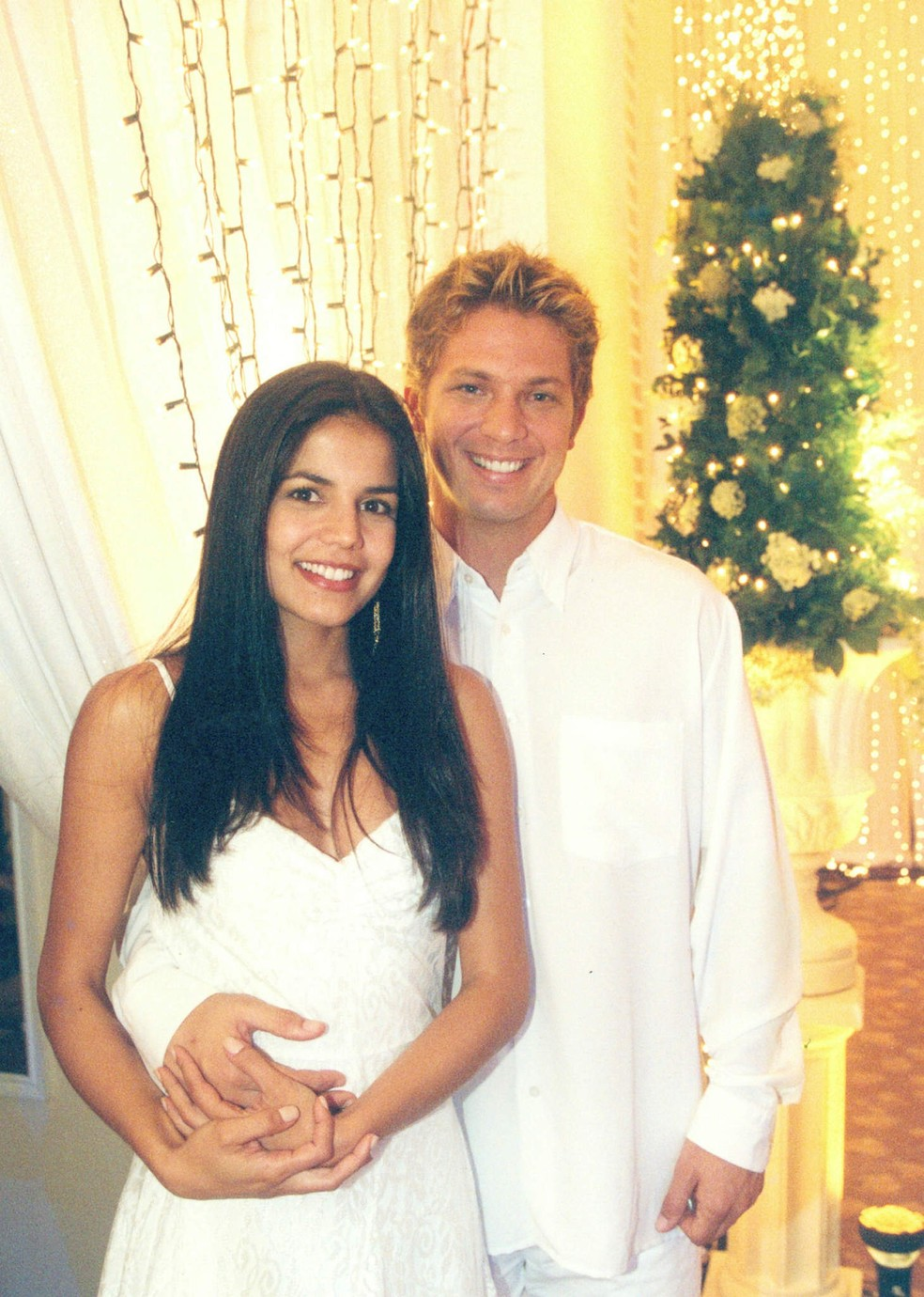Nívea Stelmann e Mário Frias também fizeram a campanha de Natal da Globo de 2001 — Foto: Acervo Globo
