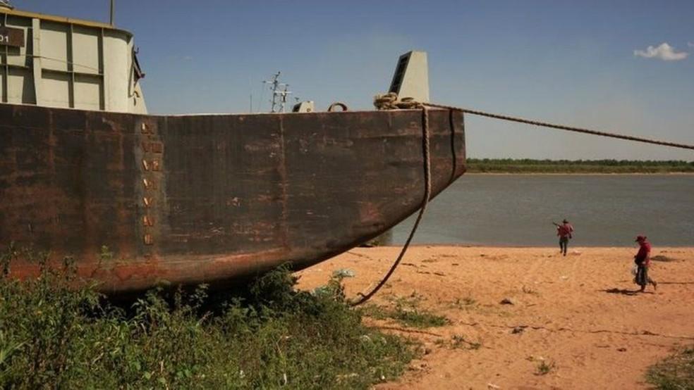 O rio Paraguai, que passa brevemente pela Bolívia, atravessa o Paraguai e deságua no Rio Paraná. O Rio Paraguai também apresenta níveis historicamente baixos. — Foto: Getty Images via BBC