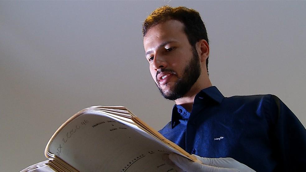Museólogo Carlos Vitor tem boas expectativas com a exposição do material inédito. — Foto: Reprodução/TV Integração