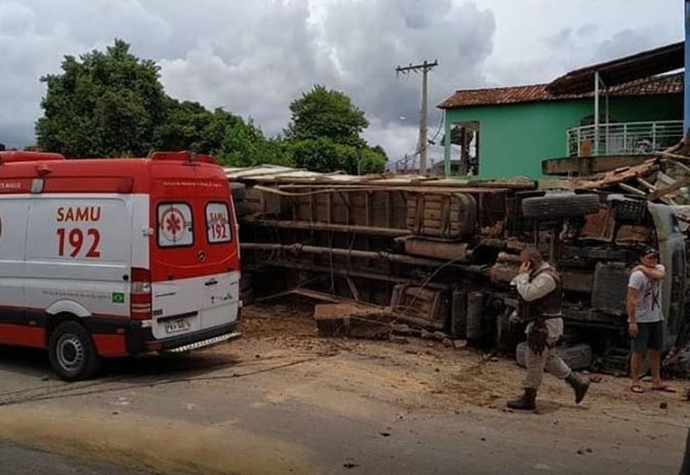 Acidente ocorreu em Correntina, cidade do oeste da Bahia, no domingo (9).  — Foto: Bom Jesus da Lapa Notícias