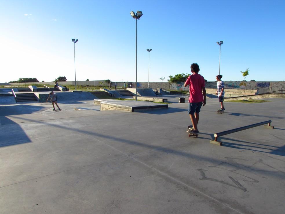 Pista de skate do CFO é o único espaço aberto à comunidade (Foto: Juscelino Filho/G1)