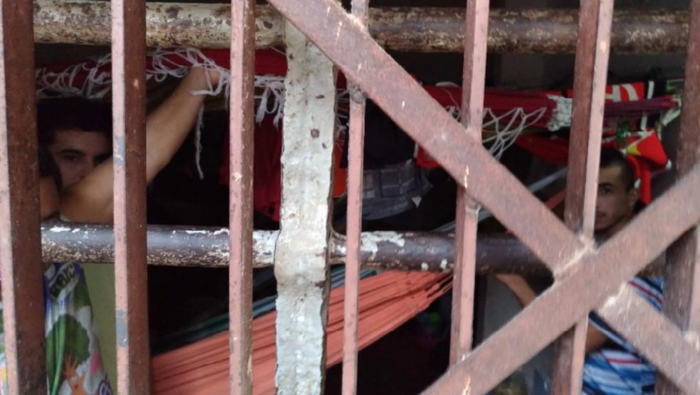 Além do 'gaiolão', um das celas vistoriadas era