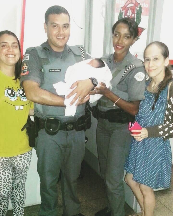 Bebê é salva em SP após ser deixada em saco com bilhete e instruções - Noticias