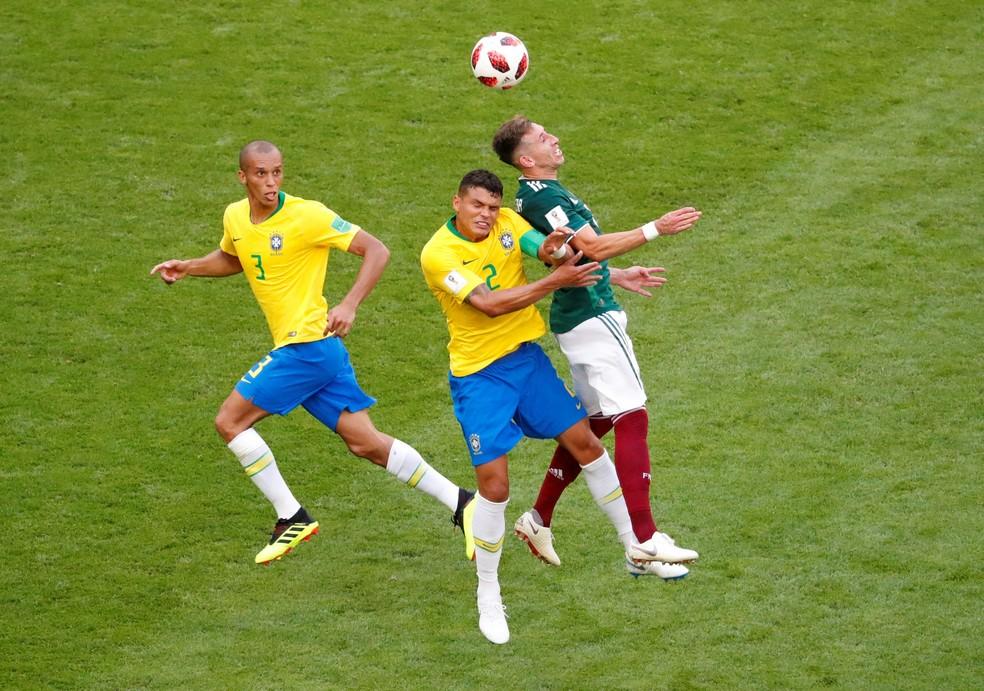 Miranda e Thiago Silva saíram em alta da Copa, mas dificilmente estarão no Catar (Foto: REUTERS/David Gray)
