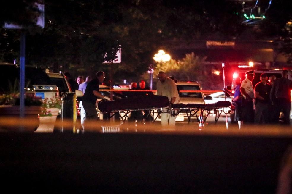 Ataque a tiros deixou 9 mortos em Ohio; o autor dos disparos foi morto pela polícia — Foto: AP/John Minchillo