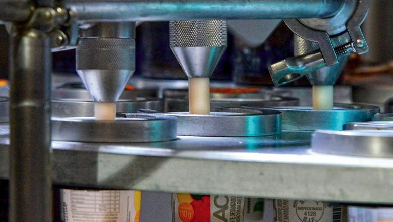 Processamento dos lácteos na fábrica da Verde Campo (Foto: Mirian Fitchner/divulgação)