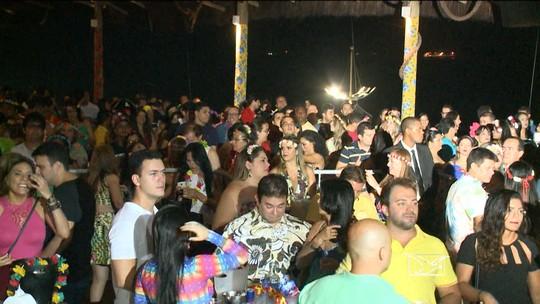 Estilo havaino marca tradicional Baile de Honolulu no carnaval em São Luís