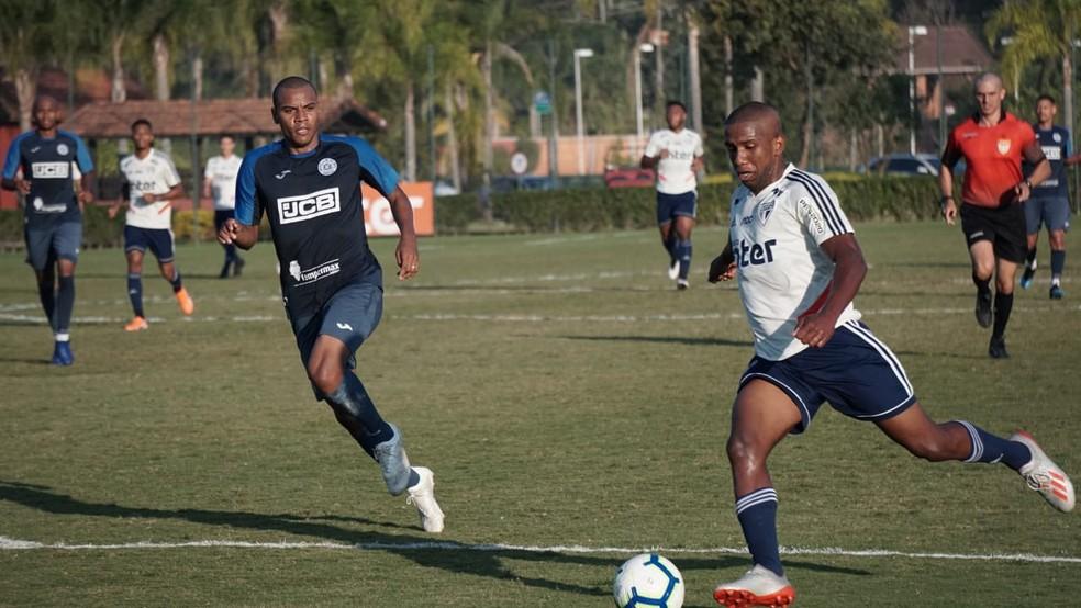 Toró passou a ter chances nos profissionais com a chegada de Cuca — Foto: Neto Bonvino/Bento TV