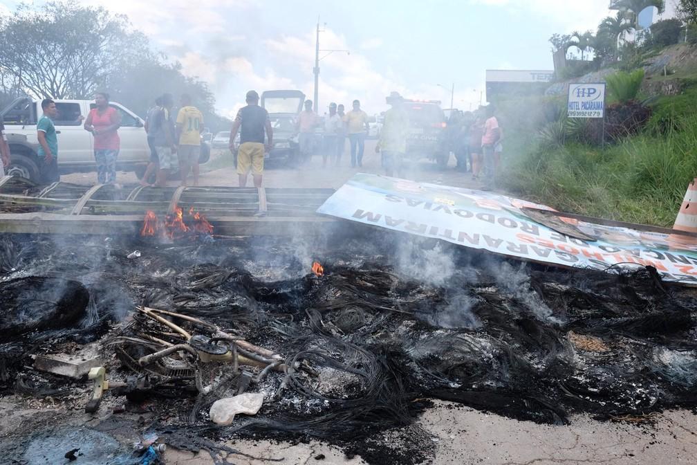 Objetos destruídos de venezuelanos em Pacaraima, norte de Roraima (Foto: Inaê Brandão/G1 RR)