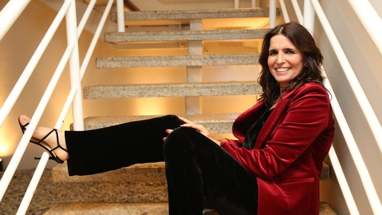 Malu Mader brinca sobre ser modelo  de beleza aos 50: 'Não acredito que esteja tão bem assim'